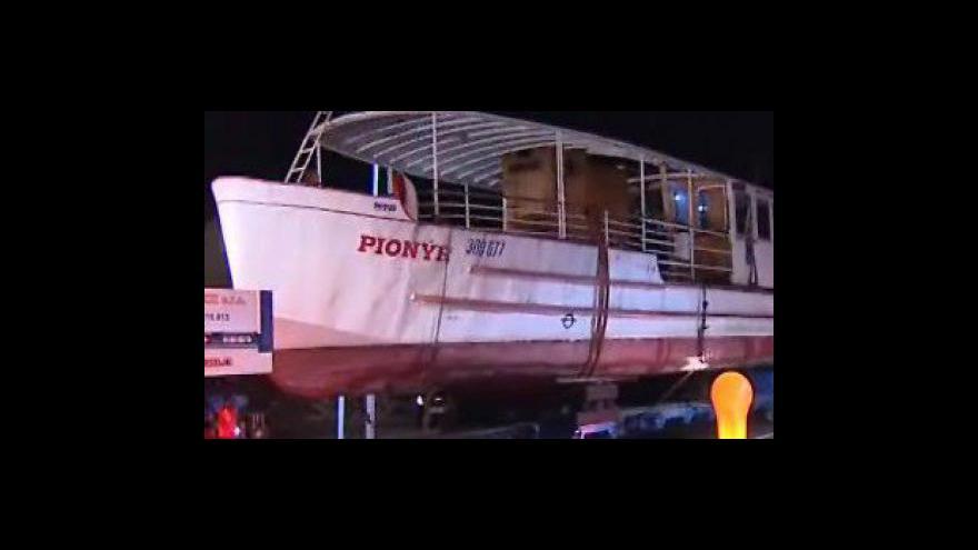 Video Parník Pionýr opustil přístaviště Brněnské přehrady