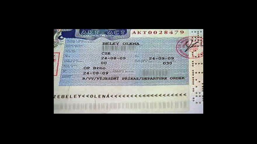 Video Za vízum chtěl peníze, teď čeká bývalého policistu soud
