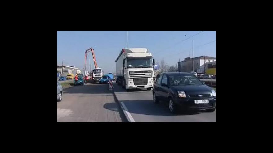 Video Řidiči si stěžují na dlouhé kolony