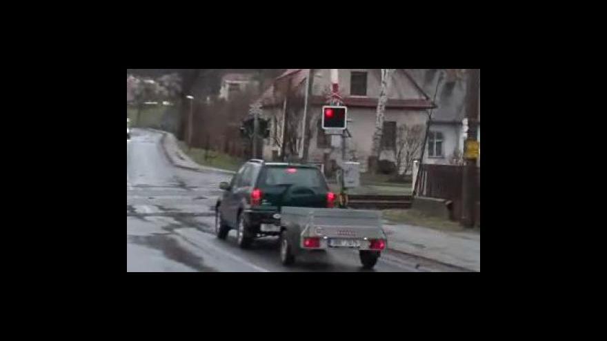 Video Policisté konrolovali, jak řidiči dodržují předpisy na přejezdech