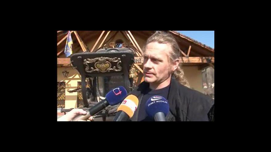 Video Václav Obr popisuje unikátní pohřební vůz