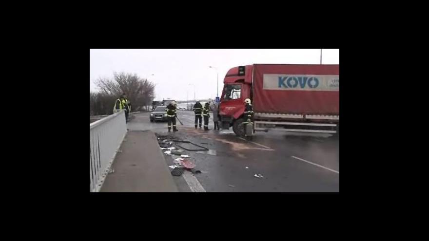 Video Nehoda kamionů ve Slatině