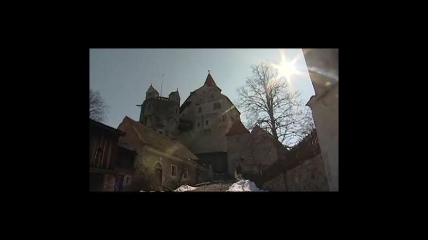Video Reportáž Barbory Žítkové: Sníh poničil střechu Pernštejna