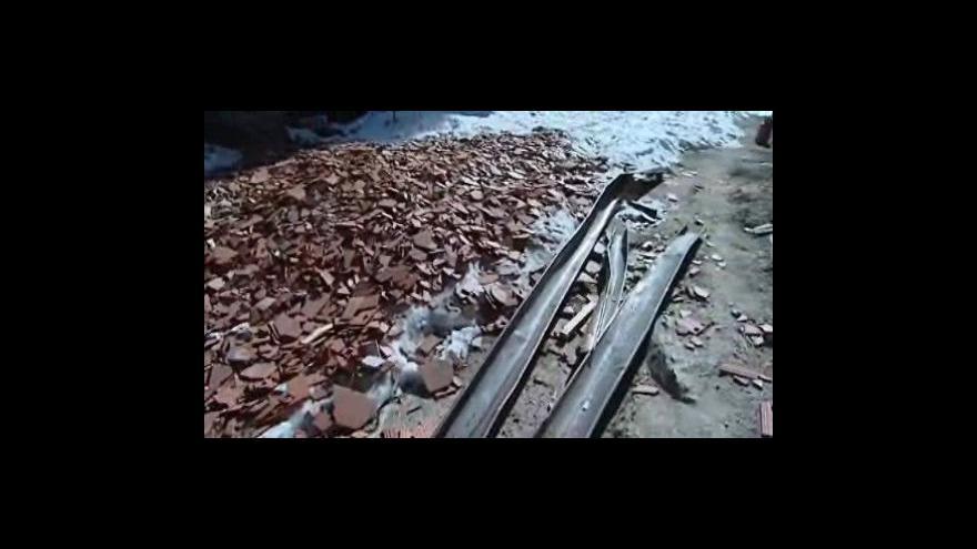 Video Kastelán hradu Pernštejn mluví o poničené střeše sýpky