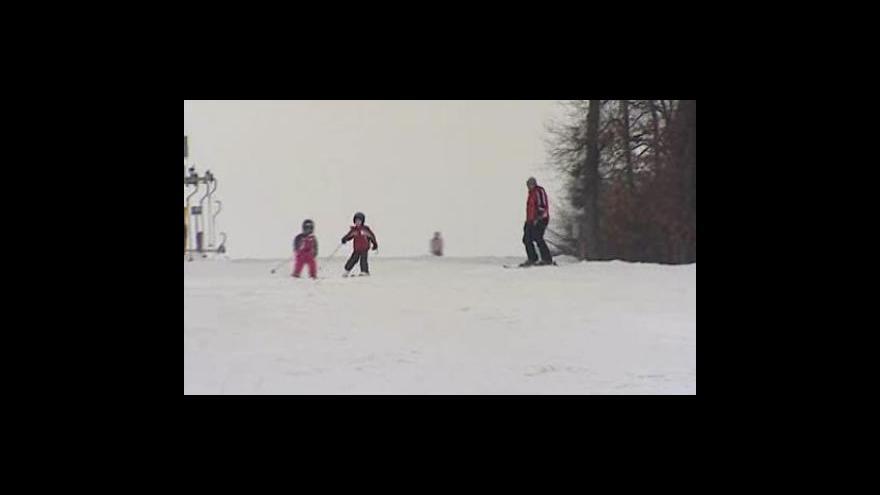 Video Déšť kazí lyžování, pršet bude i v dalších dnech