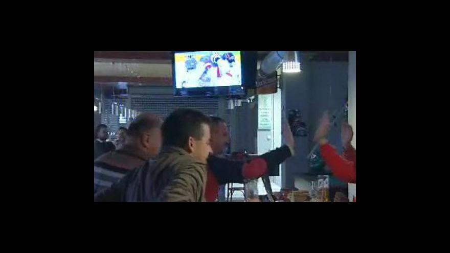 Video Fanoušci ráno slavili vítězství českých hokejistů, kteří porazili Slovensko 3:1