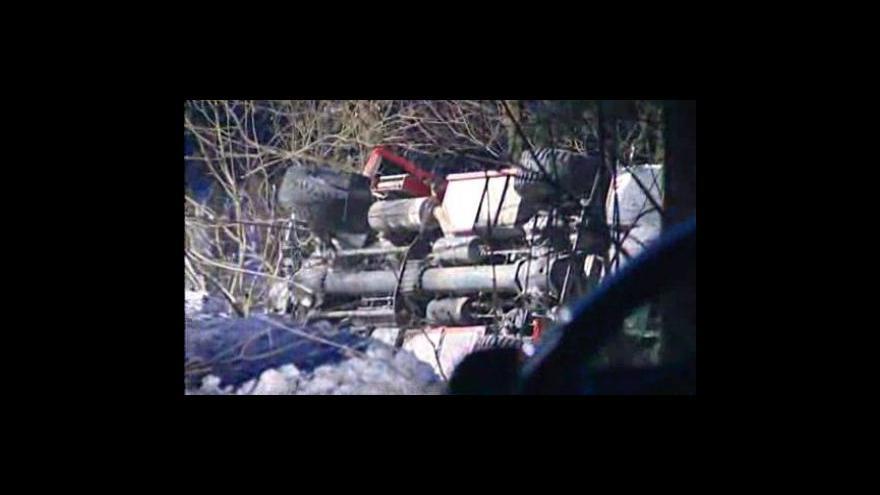 Video Hasičský vůz havaroval cestou k zásahu