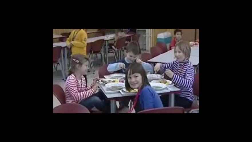 Video Anna Packová o případném předávání nevyužitého jídla bezdomovcům