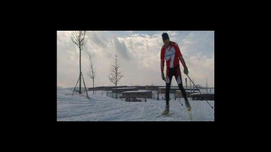 Video Golfové hřiště láká běžkaře