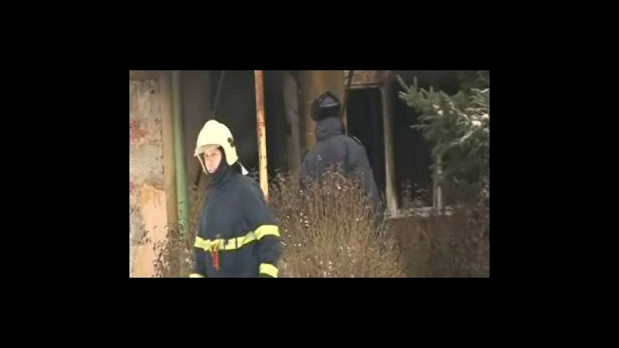 Video Soused uhořelého muže popisuje požár
