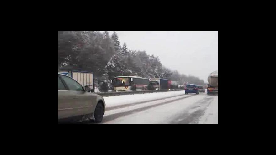 Video Kolona aut na D1 u Říček - záběry z mobilního telefonu