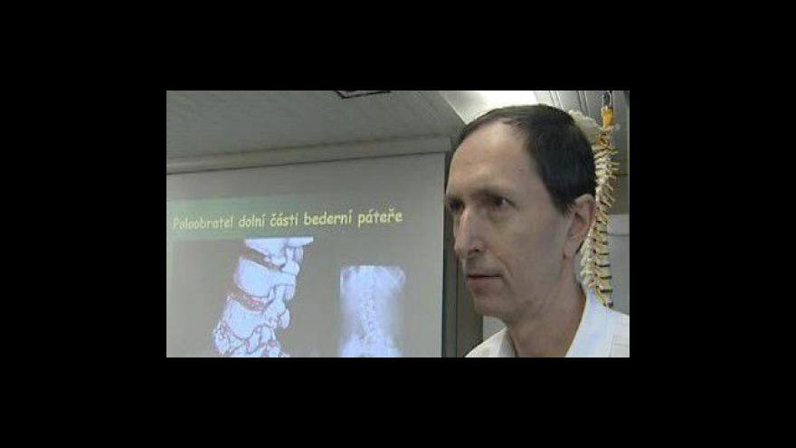 Video Lékaři k unikátní operaci páteře desetileté Nikolky