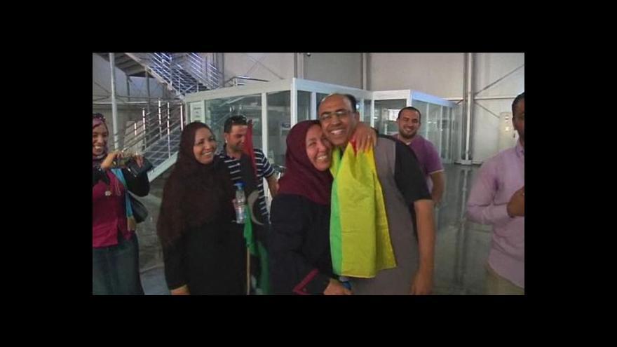 Video Na letiště v Tripolisu se vracejí cestující
