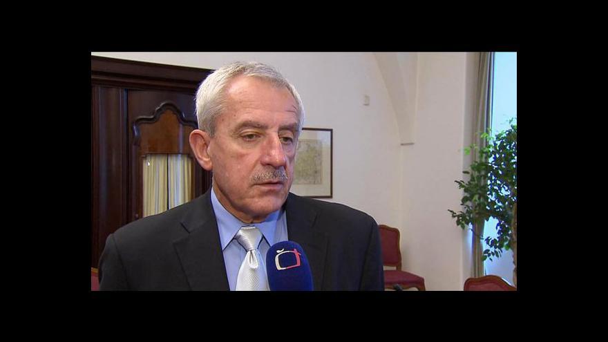Video Odborům Hegerova nabídka nevoní
