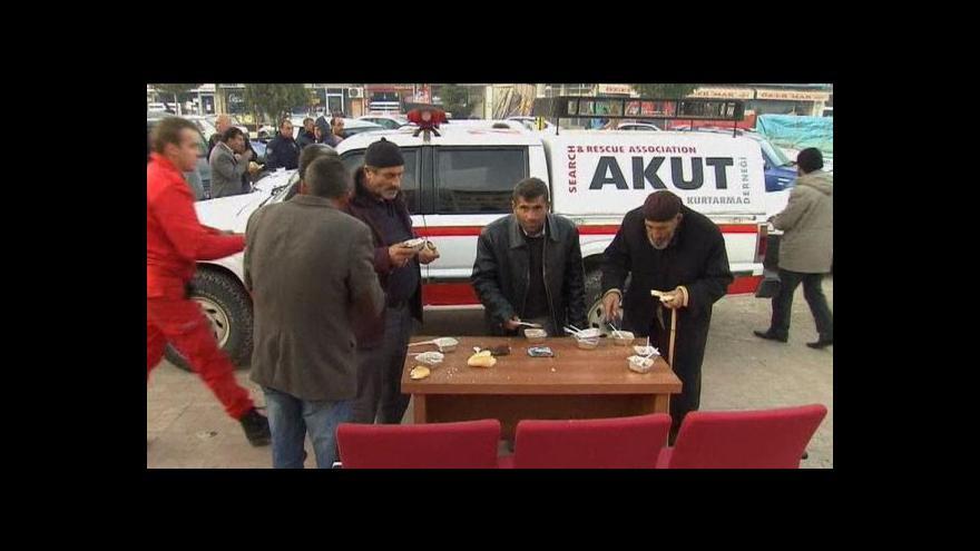 Video Studio ČT24 o zemětřesení v Turecku