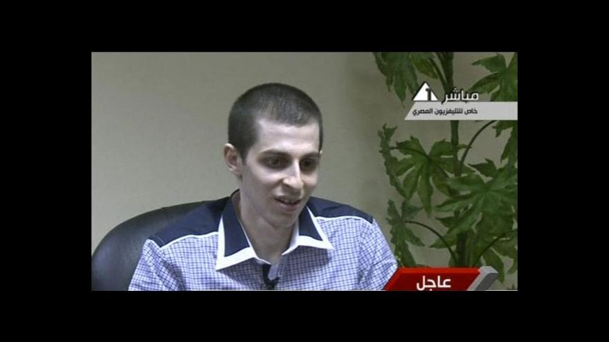 Video První rozhovor Gilada Šalita pro egyptskou televizi