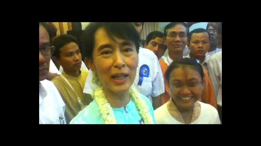 Video Barma propouští vězně