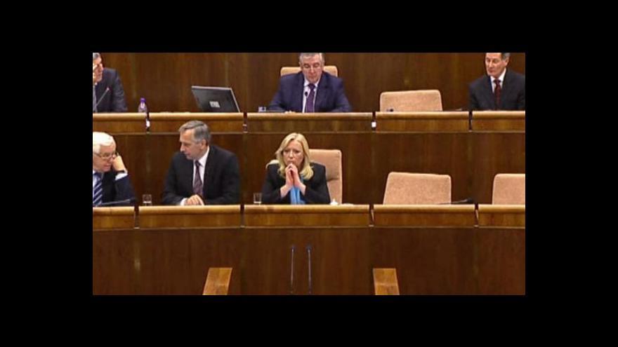 Video Kvůli záchrannému fondu eurozóny padla vláda