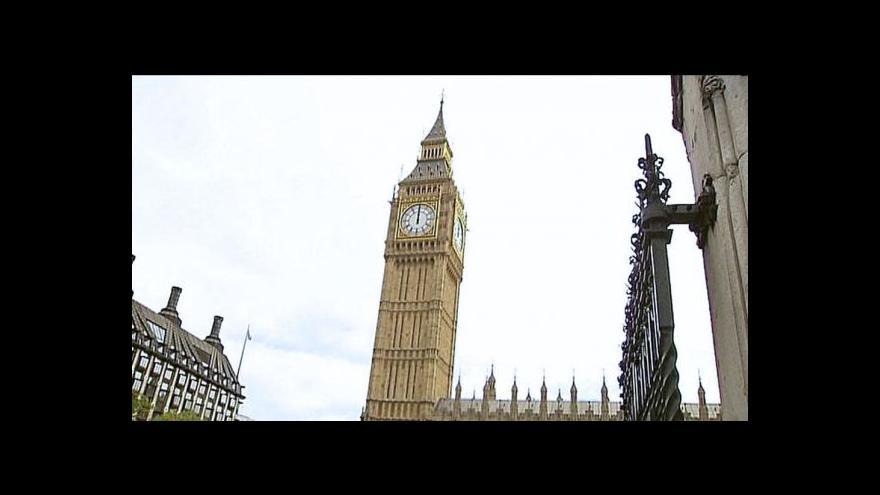 Video Londýnský Big Ben se naklání