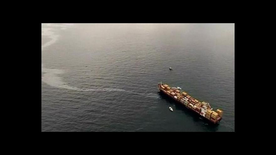 Video U Nového Zélandu uvízla loď