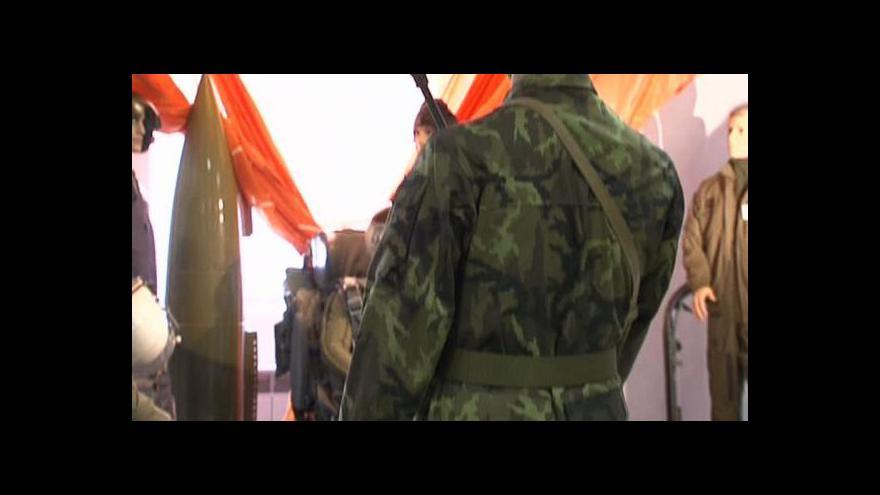 Video Armádní uniformy