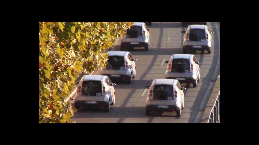 Video V Paříži se jezdí elektromobily