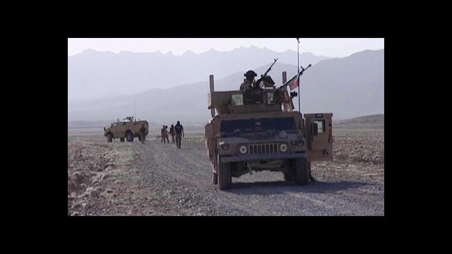 Video Vojáci nakupovali drahé čtyřkolky