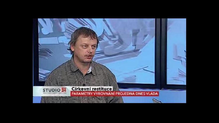 Video Jan Jandourek k vyrovnání s církvemi