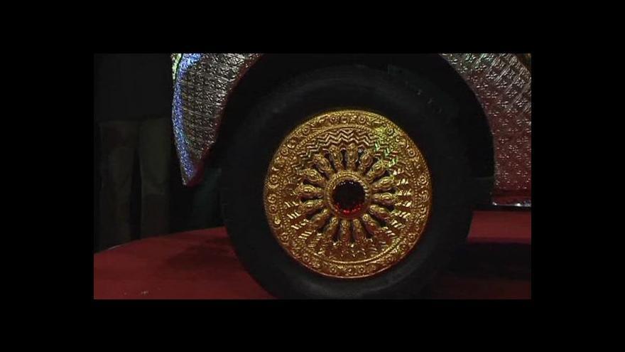 Video Indický výrobce představil auto ze zlata
