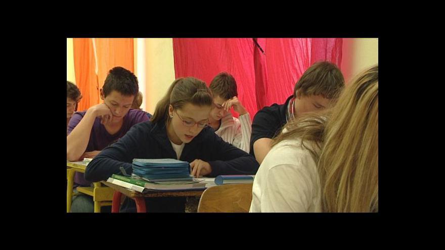 Video Studenti budou sbírat podpisy proti školnému