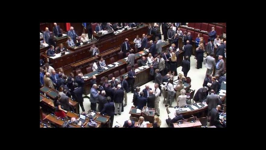 Video Berlusconiho vláda získala důvěru