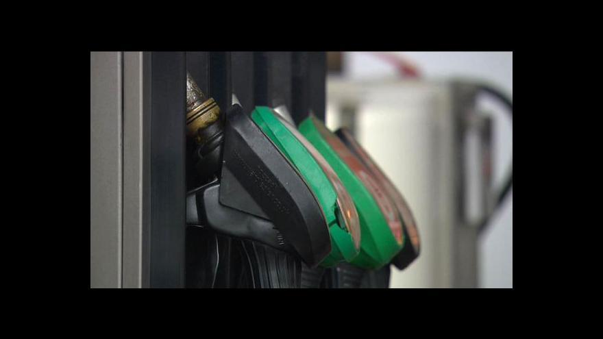 Video Cena ropy se zvedá
