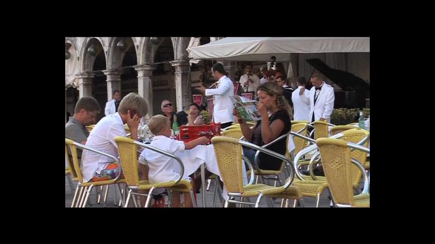 Video Turisté zaplatí za ubytování v Benátkách