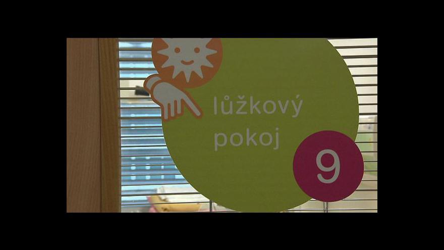 Video Útok neznámého muže na dvě děti v Praze