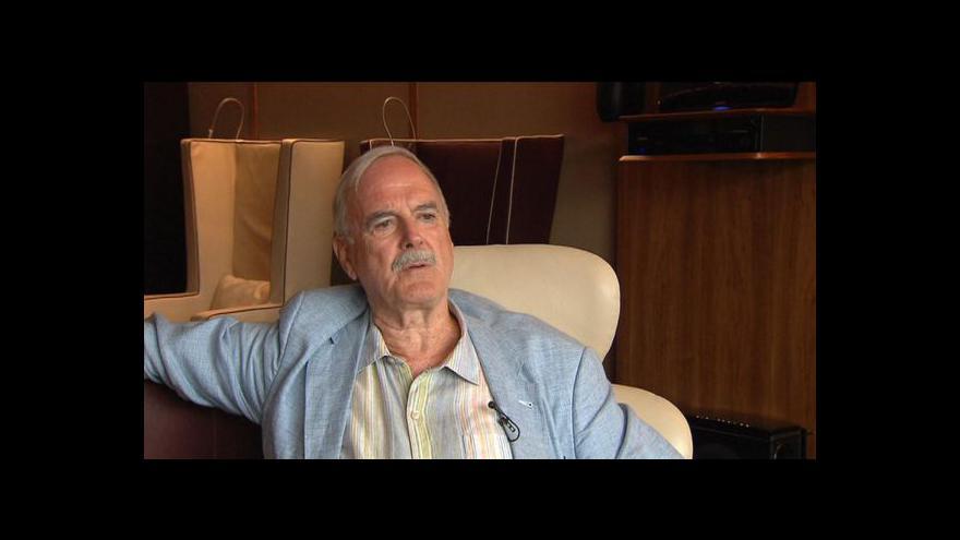 Video Události, komentáře: Rozhovor s Johnem Cleesem