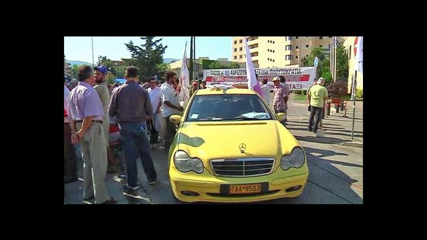 Video V Řecku už třetí týden protestují taxikáři