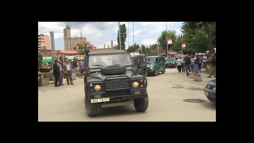 Video Skupina srbských extremistů se vyzbrojila a zaútočila na hraničním přechodu