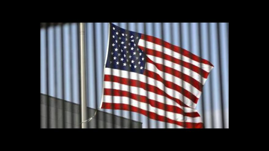 Video Dluhy v USA