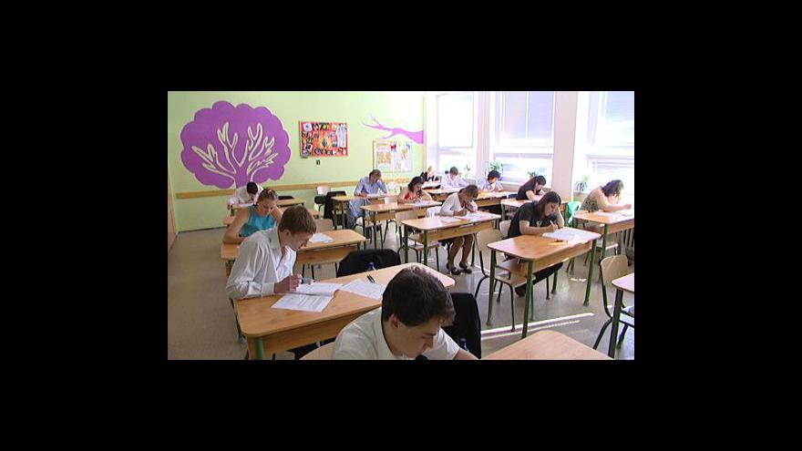 Video Kraje chtějí miliony za maturity