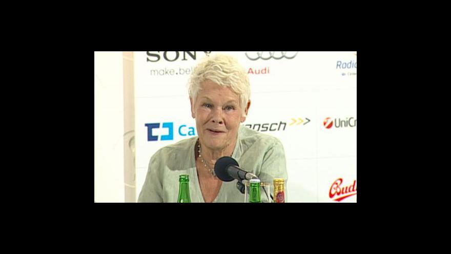 Video Tisková konference Judi Denchové