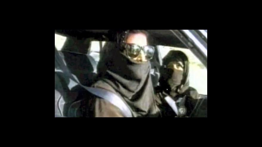 Video Saúdskoarabské ženy začnou pravidelně usedat za volant