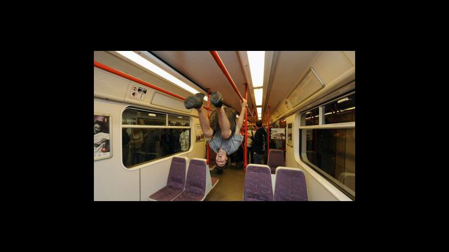 Video Protestní happening v metru Dejvická
