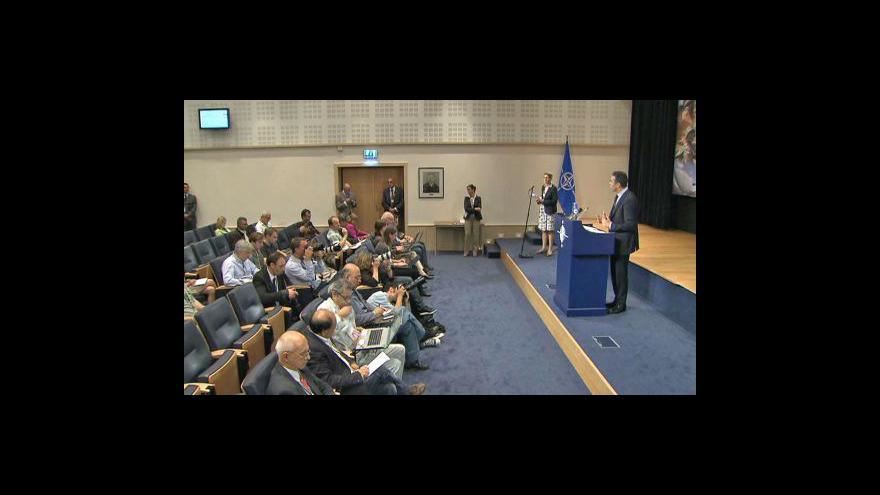Video Brífink NATO k situaci v Libyi