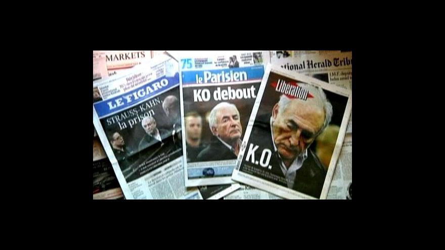 Video Strauss-Kahn jde k soudu