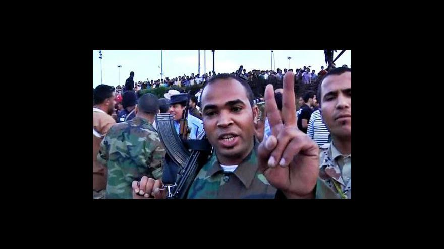 Video OSN obvinila libyjské vládní jednotky i povstalce