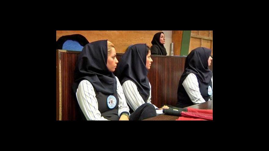 Video Íránská náboženská policie dohlíží na správné muslimské oblékání