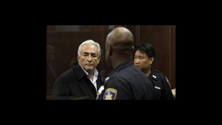 Video Strauss-Kahn zůstává ve vězení
