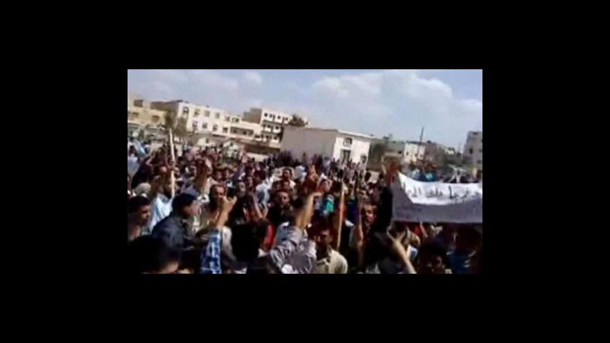 Video Střety mezi demonstranty a bezpečnostními silami pokračují