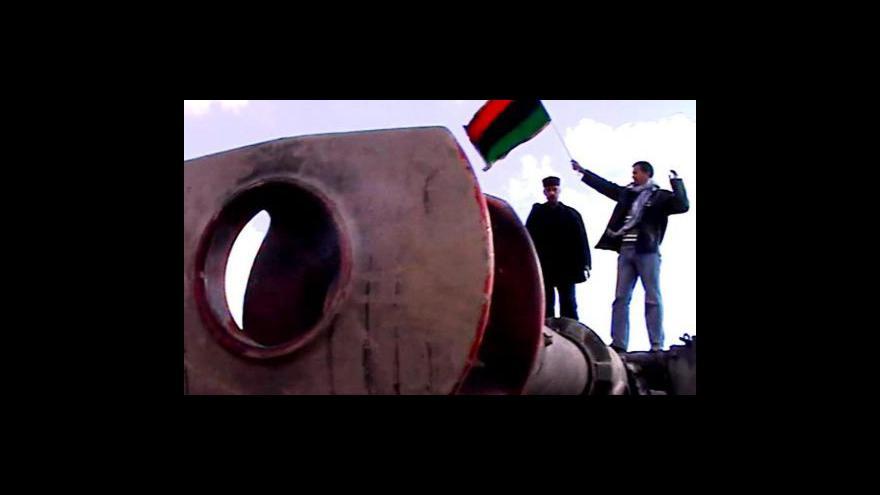 Video Povstalci shánějí podporu i peníze