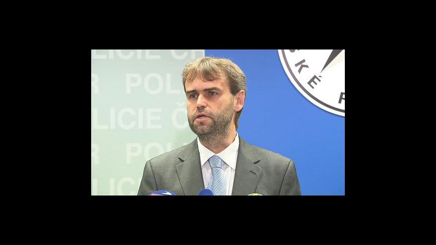 Video Brífink policie o obviněných z podpory terorismu